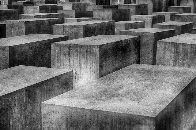 holocaust-1621728_640