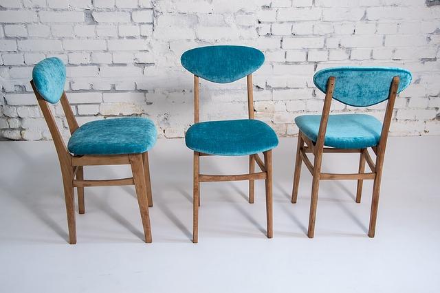 tři židle