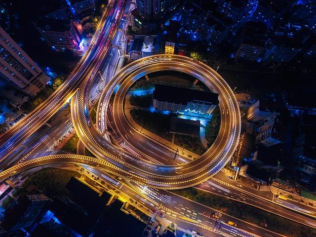 osvětlená dálnice