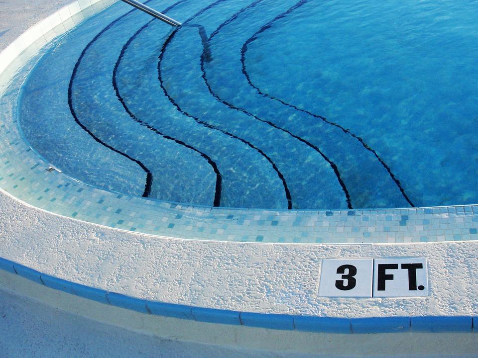 Nezatracujte ruční bazénový vysavač